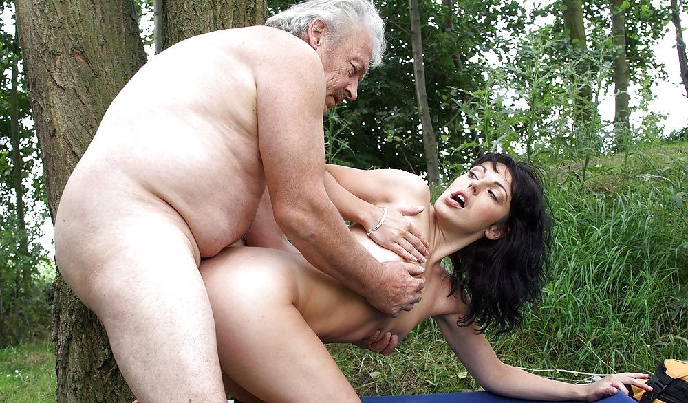 Старик Свел Желающих По-Трахаться - Смотреть Порно Онлайн