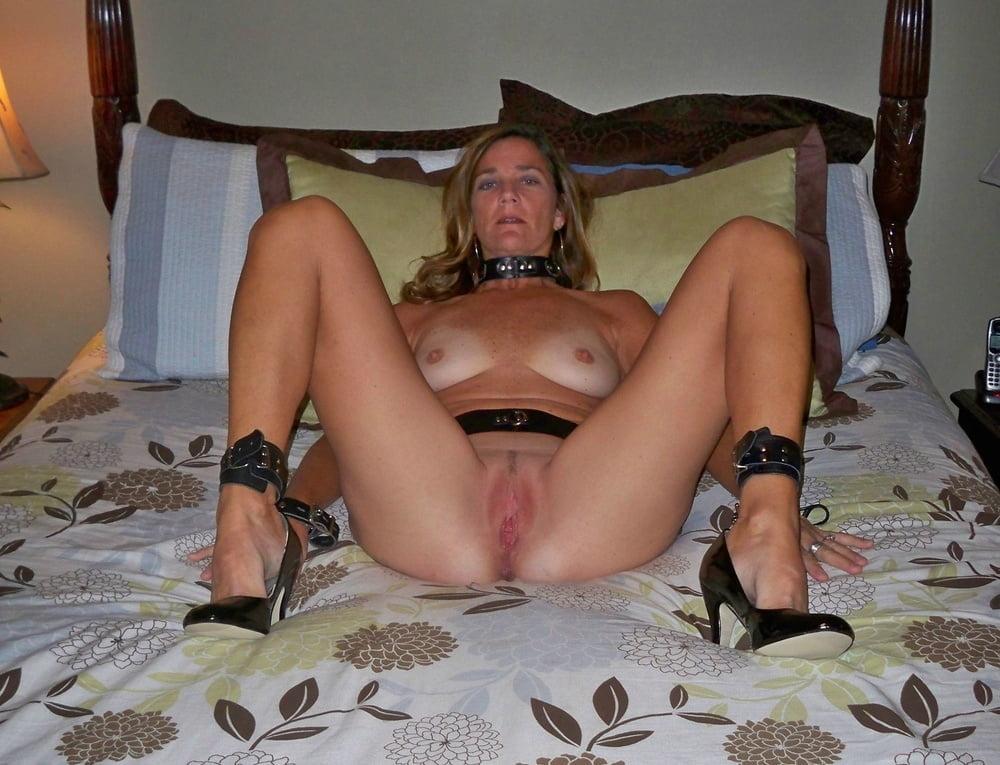 Lesbian horny milf seduces sexy brunette