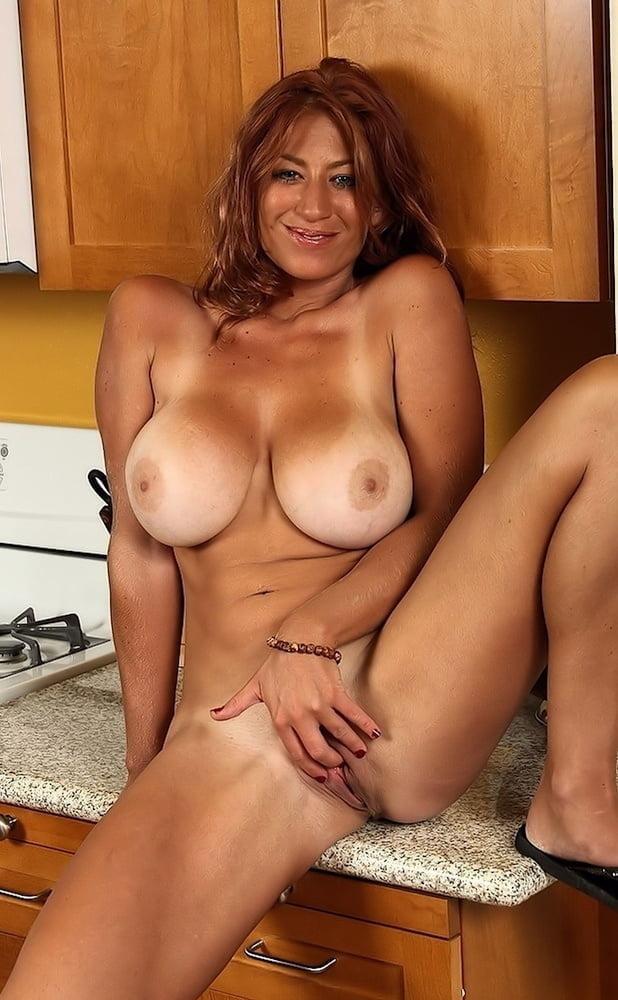 Lucky Benton Nude