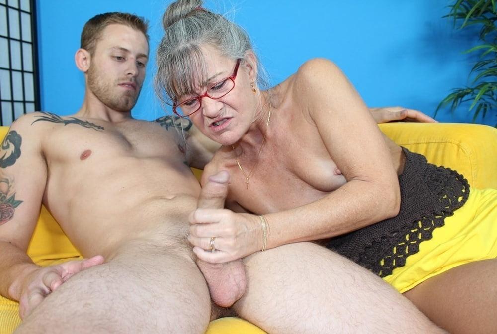 Порно Бабки Дрочат Мужикам