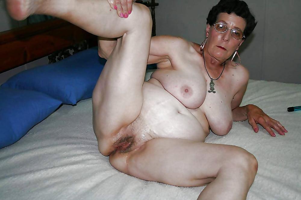 Amateur milf sofa seduction