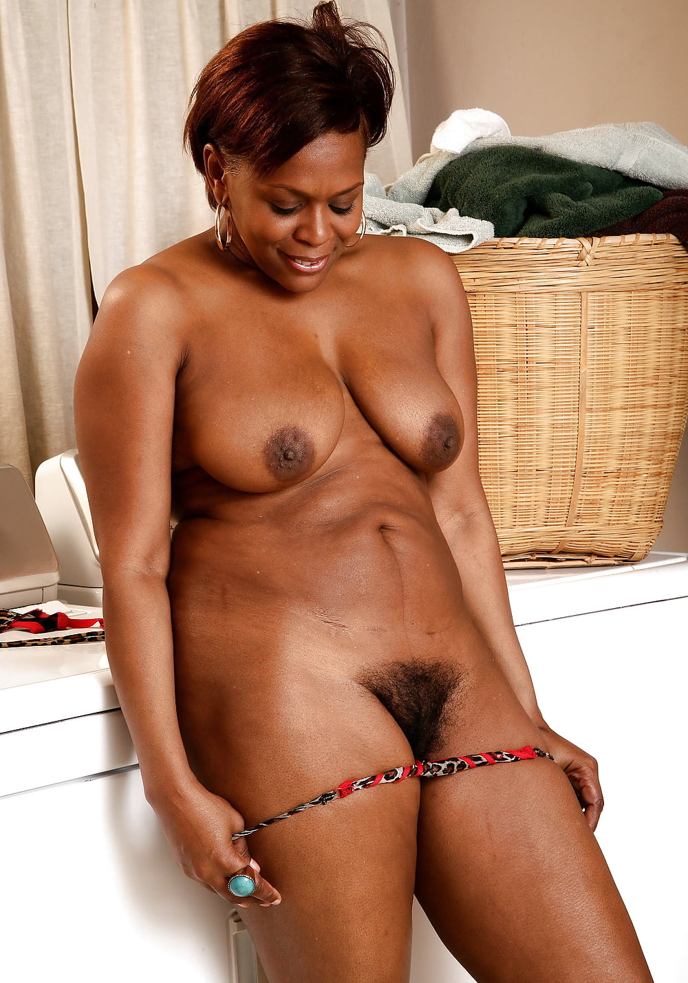 Ebony mature women — pic 2