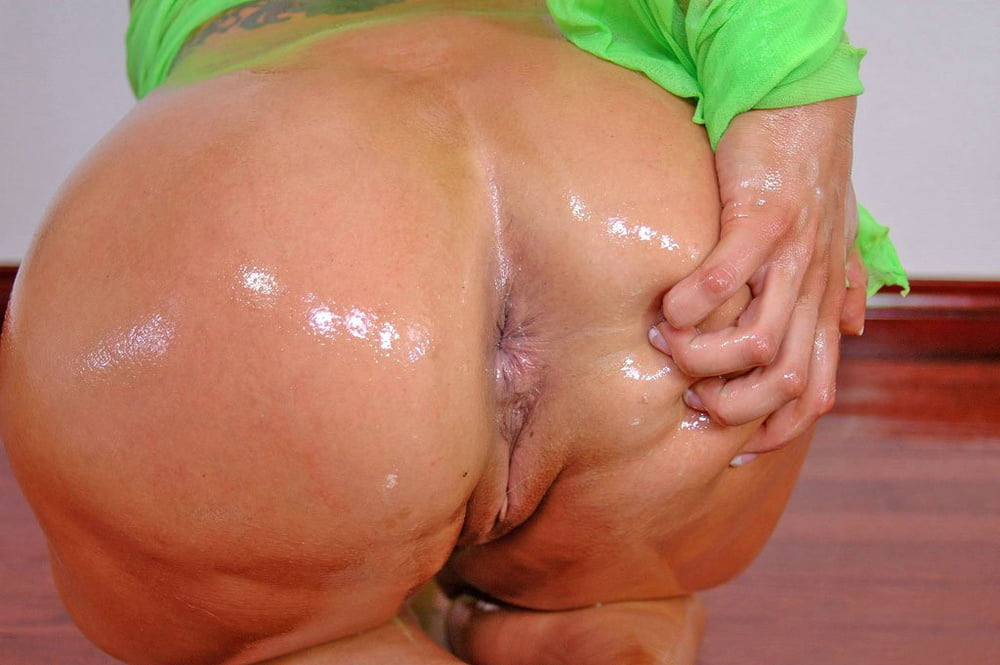 Horny milf ass and wet pussy