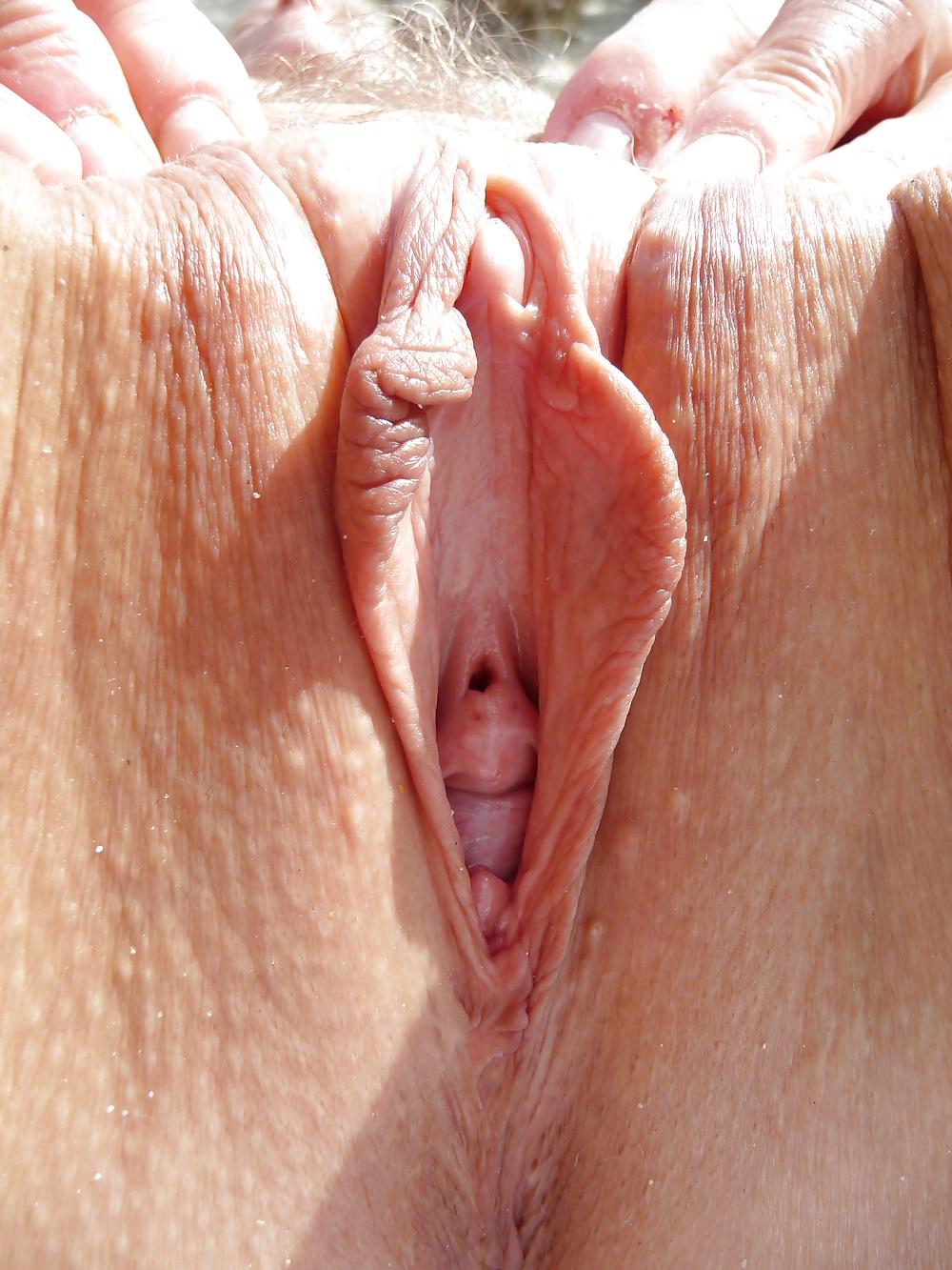 Зрелых девушки клитор вагина групповое