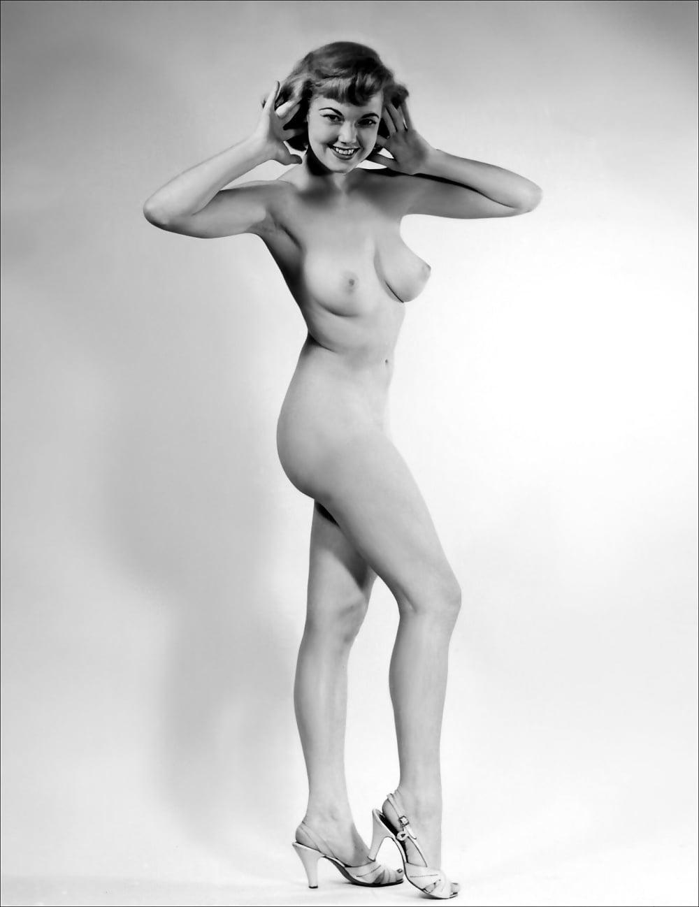 Naked burlesque girl — 9