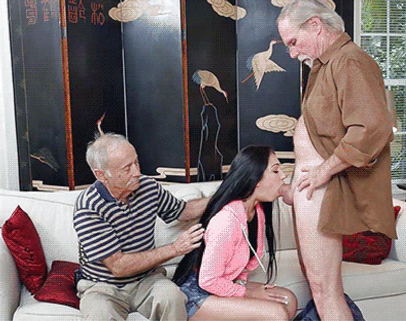 elderly-man-is-having-sex-in-front-of-camera