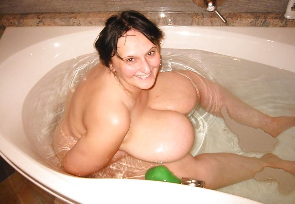 Толстушки в ванне эротика, страпон леди онлайн