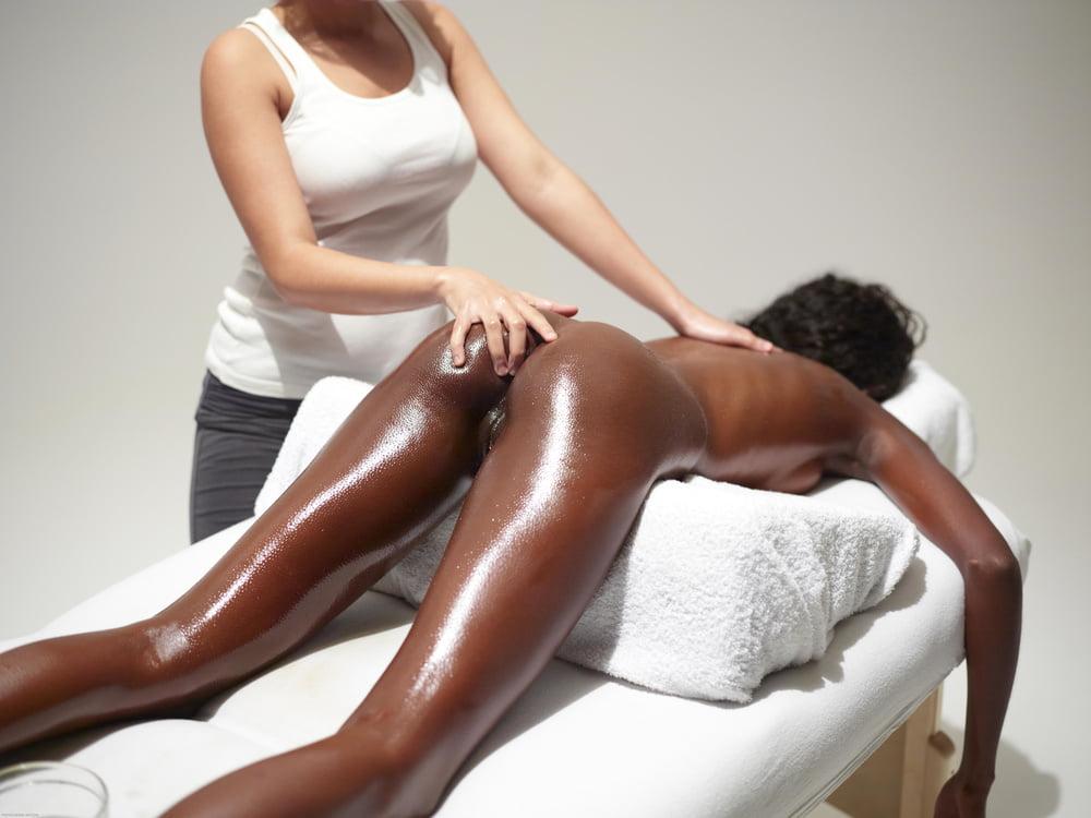 Прозрачных трусиках салон эротического негритянки массажа