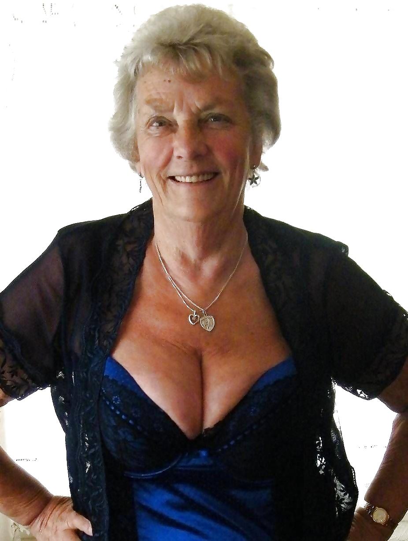 free-petite-granny-sex-videos-making-pussy-taste-good