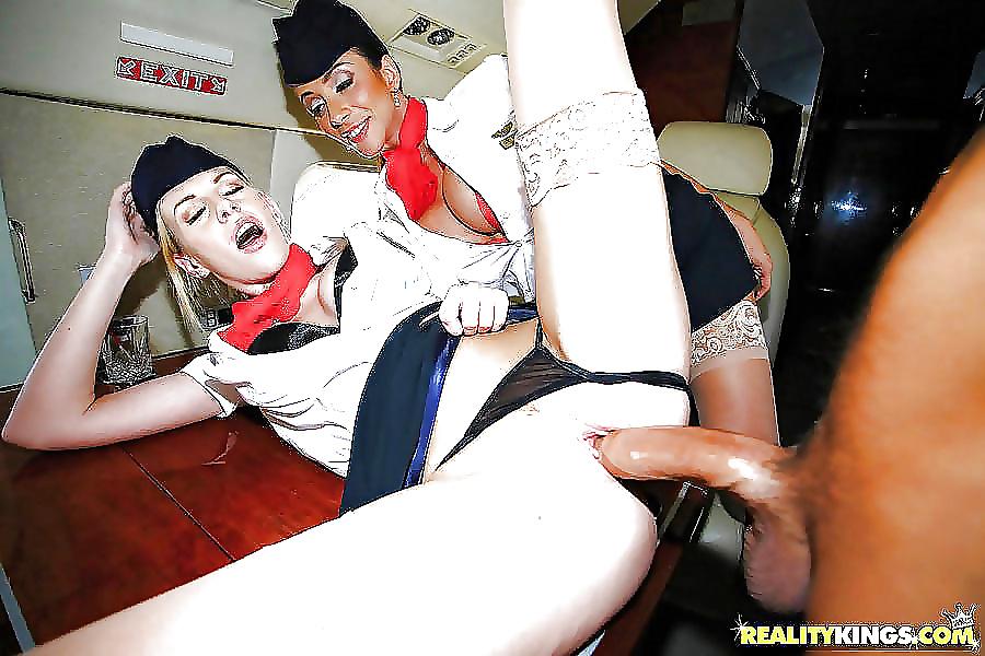 Жесткий секс со стюардессой онлайн — 1