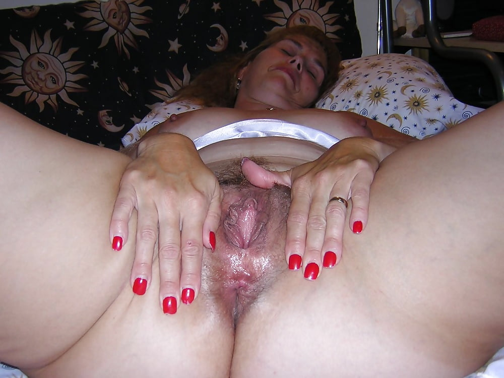 Wife likes to show her pussy