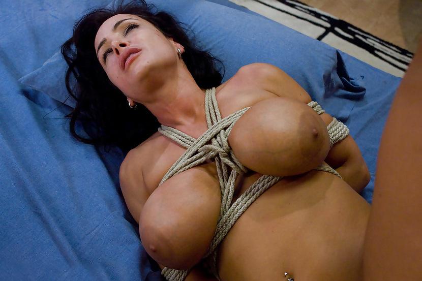 lisa-ann-bdsm-bobbies-naked