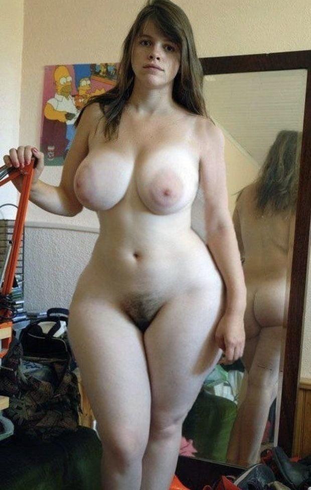 Раскрытой пиздой фото порно с конопатой с большими бедрами порно