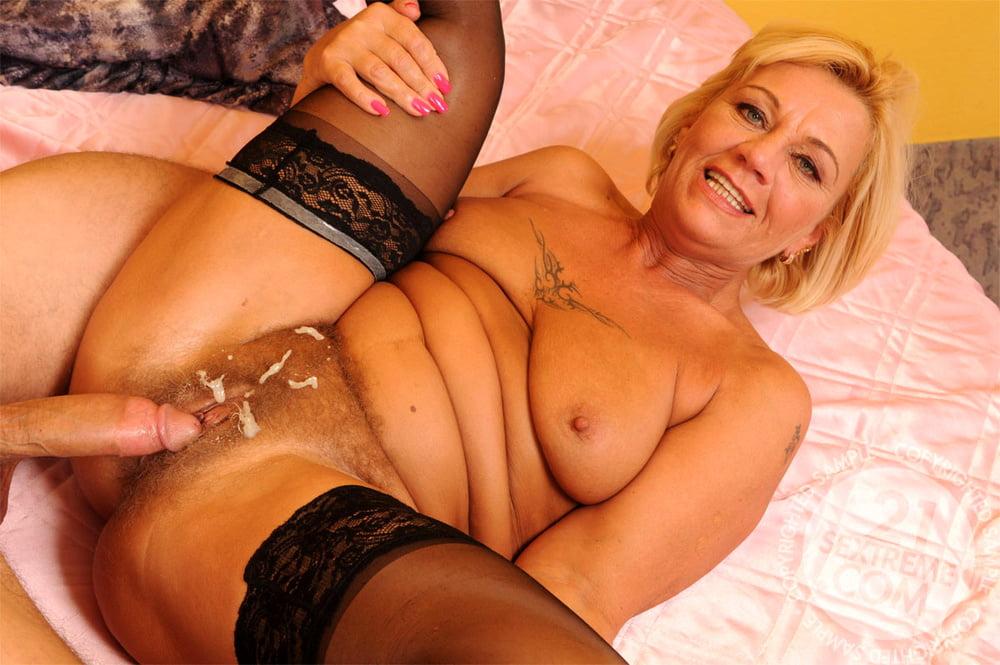 Порно зрелых матрона, в гости к тете порно