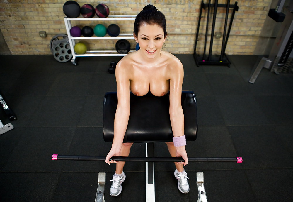 naked-workout-trainer-jillian-hall