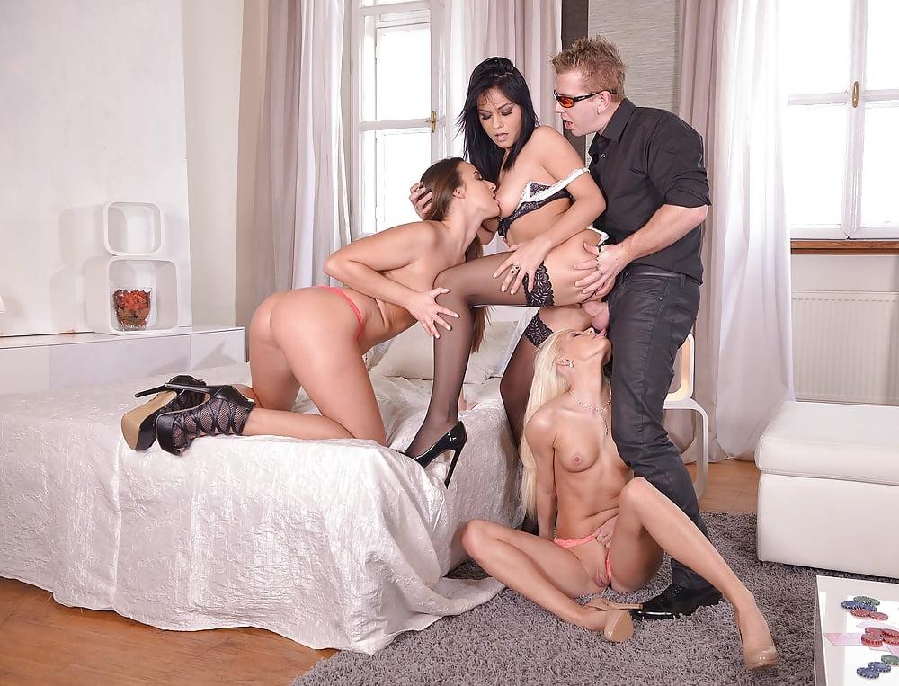 модели момент три красотки делали парню сюрприз сексуальный деньги это