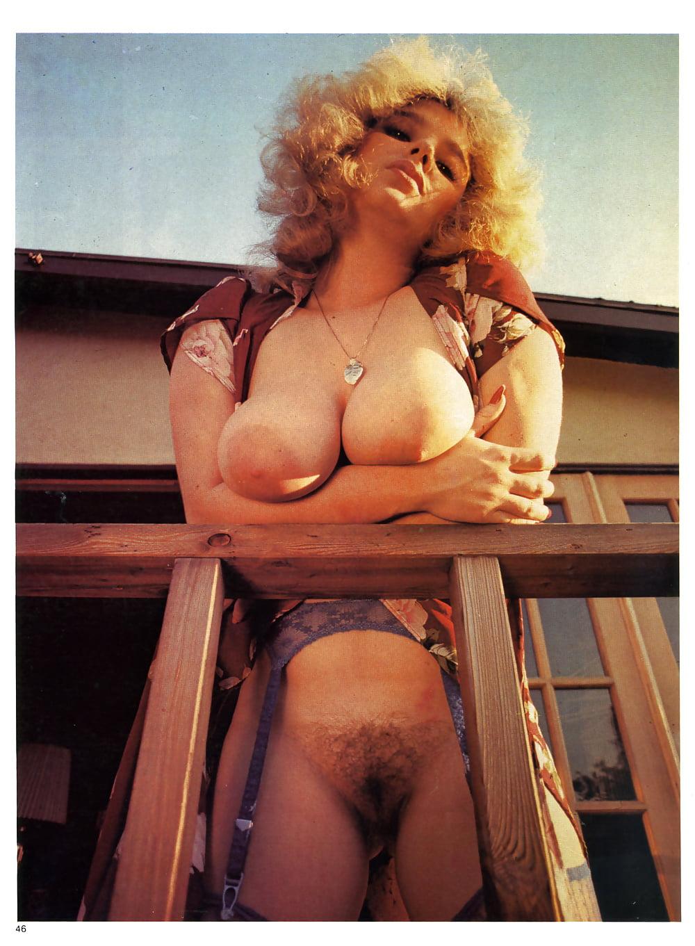 Milf pornstar daria glover past een immense haan in haar harige kut in nieuw geslacht foto