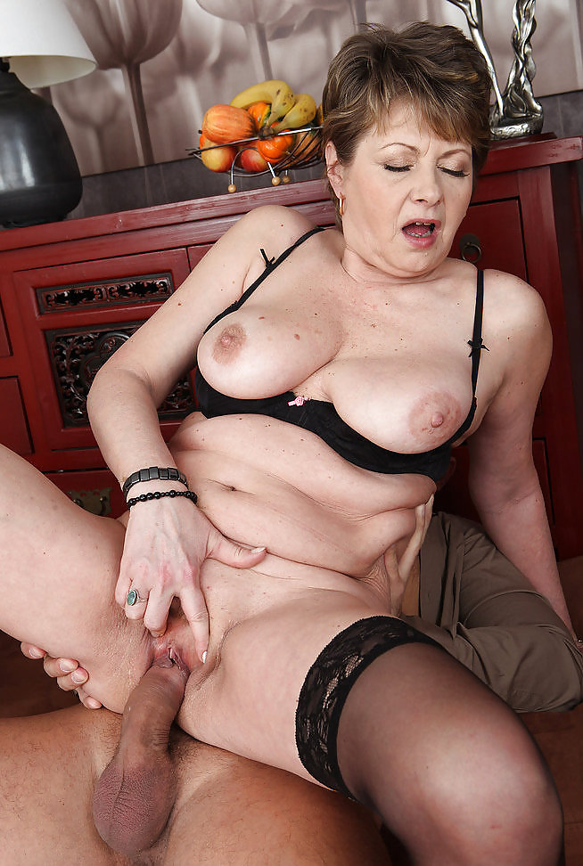 mommys-pussy-stories-girl-sucks-leagle