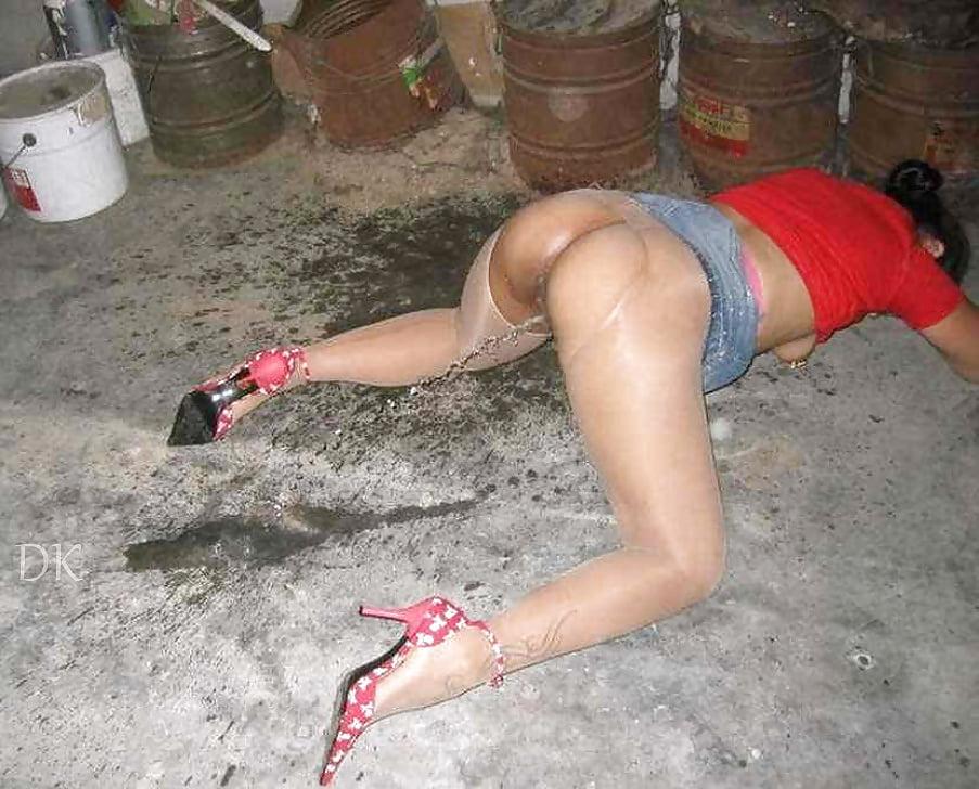 Drunk college girls pissing panties — 5