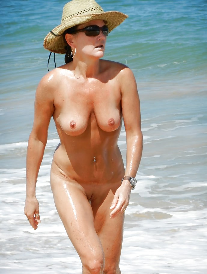 Mature beach wives — pic 5