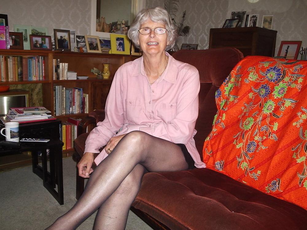 Petite granny nude — img 4
