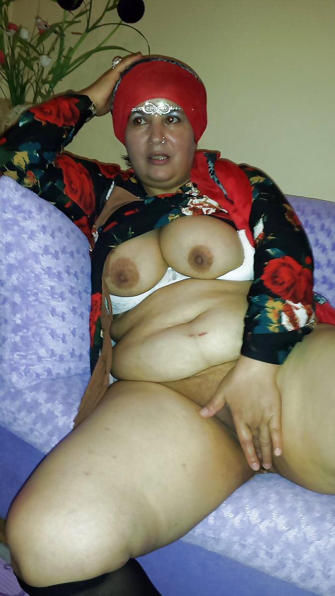 Chubby hijab nudes — photo 6