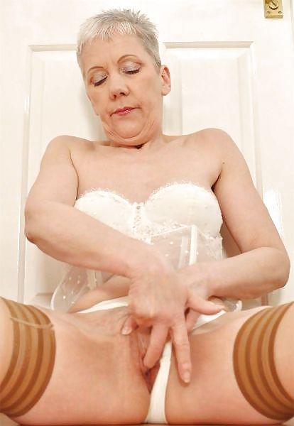Older women mastabating-8872