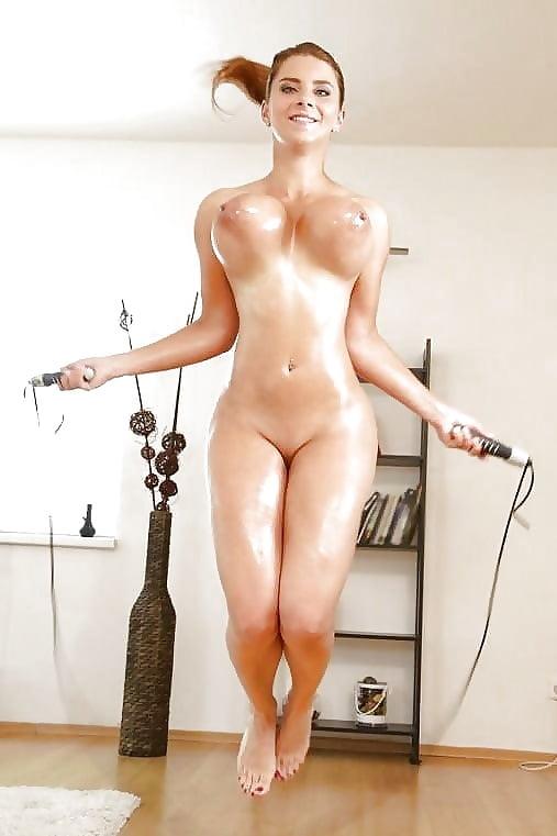 очень сисястая девушка прыгает голая видео проснешься,опять доме