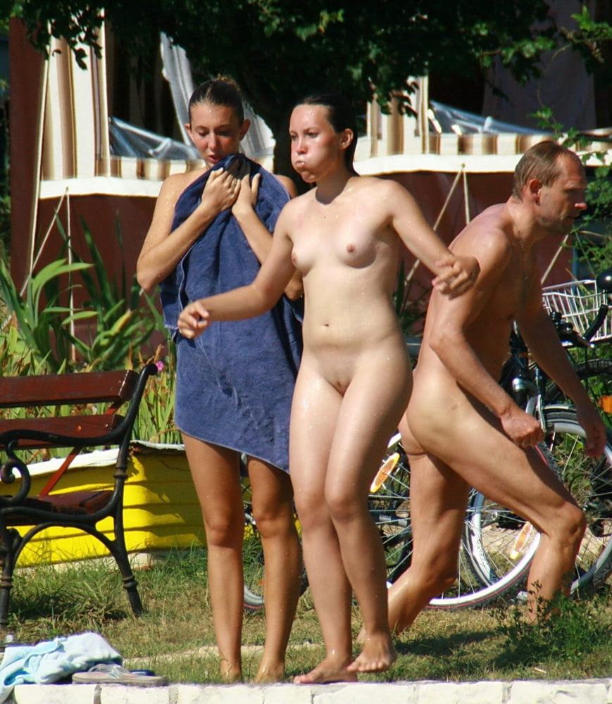 Czech nudists told to wear face masks by police