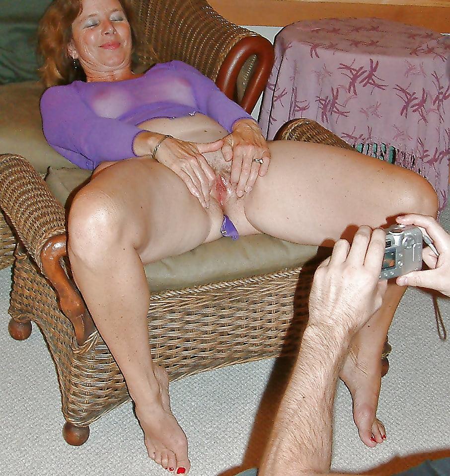 Watch Cougar Horny Mom Flashing