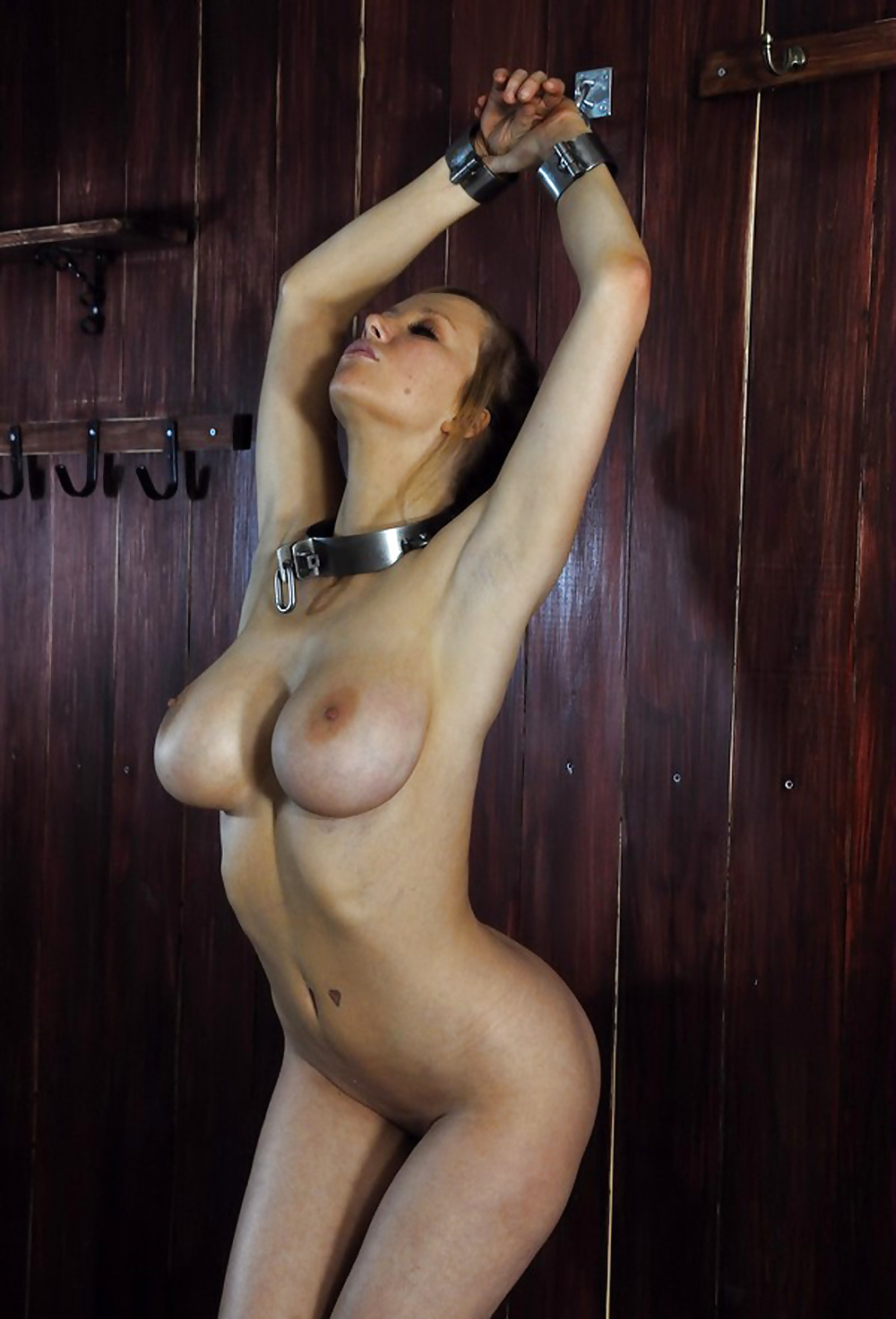 naked-woman-in-chains