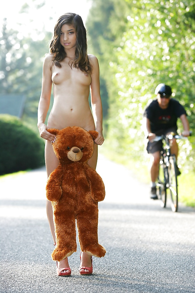 amanda-bears-nudes-movie