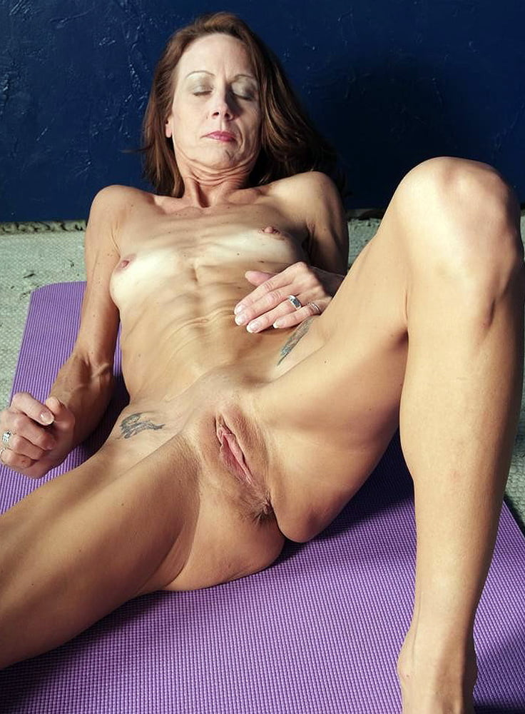 eating-cum-amature-skinny-mature-fucking