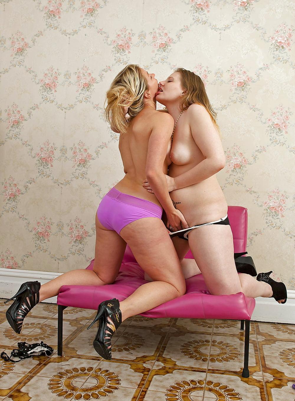 bubble-butt-lesbians