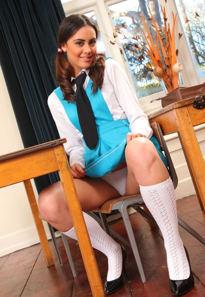 college-girl-uniform-upskirt