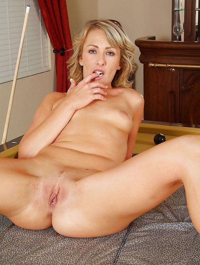 Thin cougar pussy