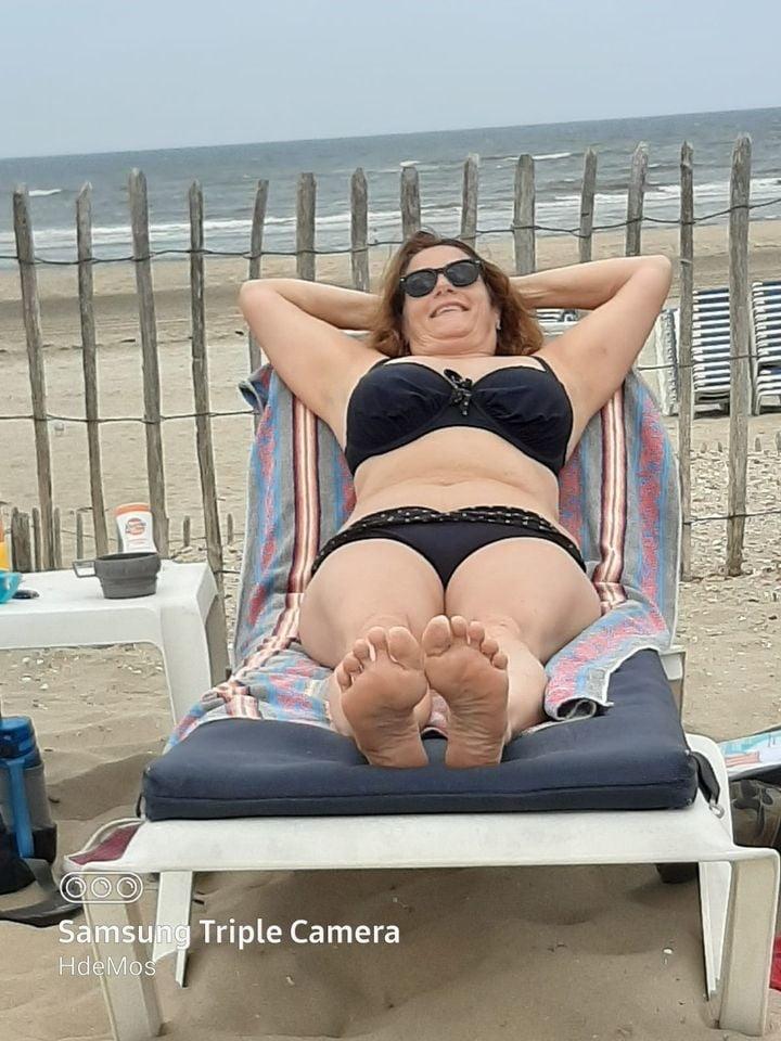 Big tits dressed mature - 12 Pics