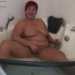 Double Dildo In The Bathtub