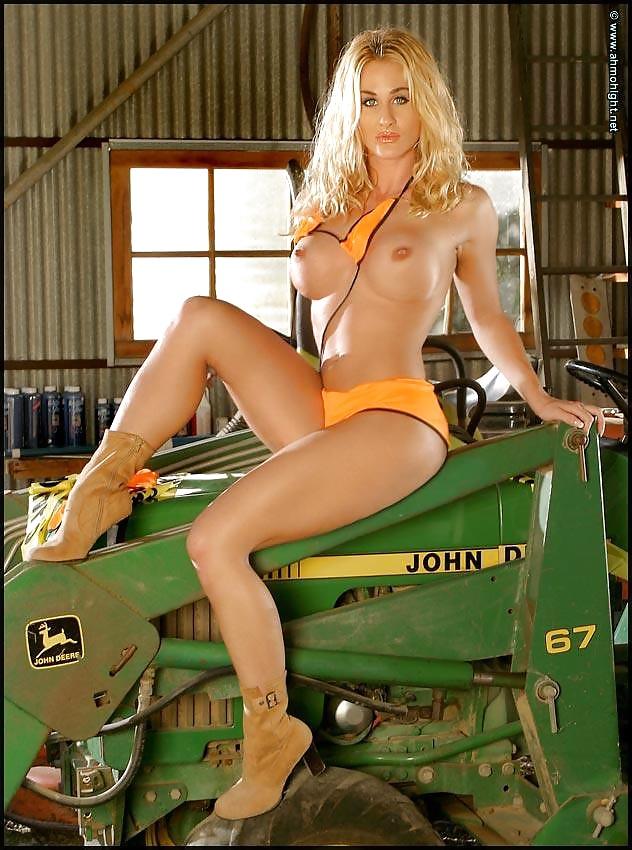 Naked Girls On Tractors - 14 Pics - Xhamstercom-4267