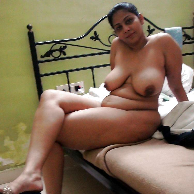Chubby naked mature arab