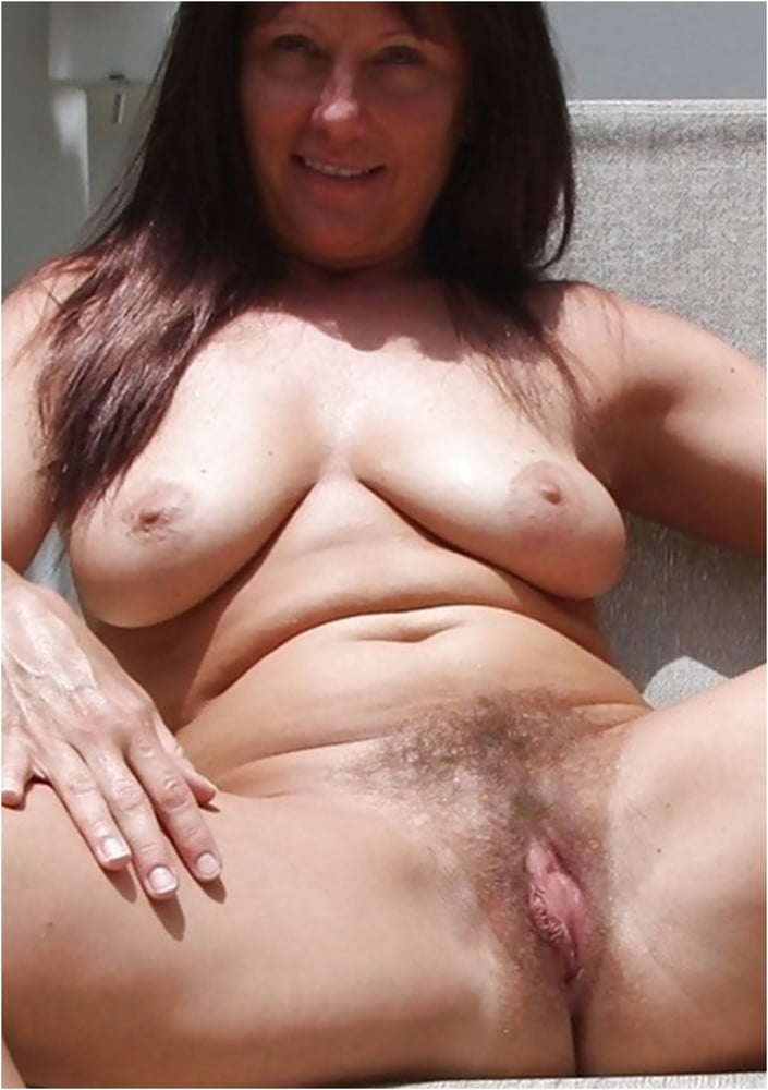 Saggy tits and hairy pussy