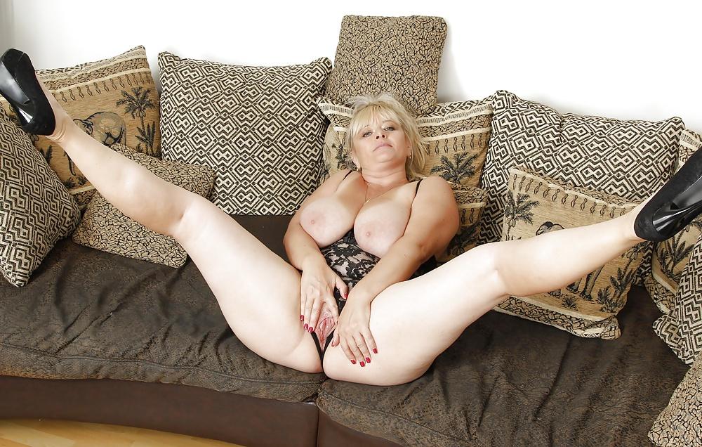 Порно тетя с раздвинутыми, домашнее фото девушек альбомы
