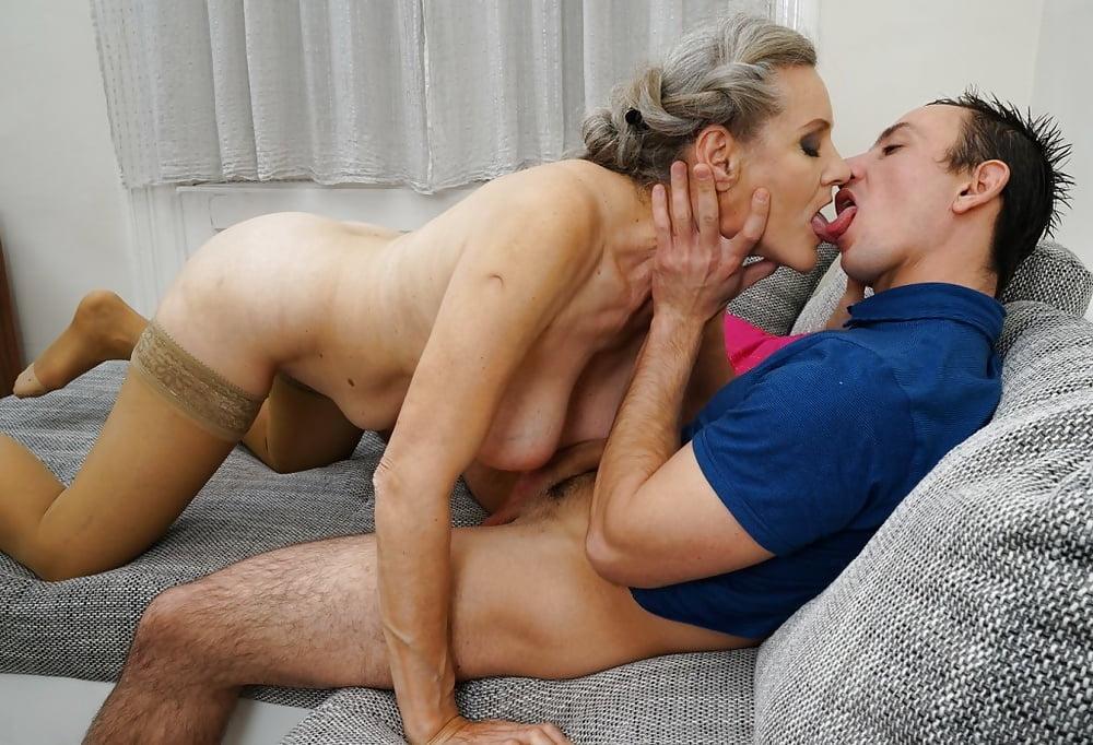 Mature mom kissing pics