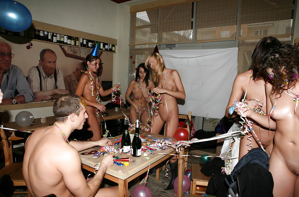 naked-new-year-eve-party-pictures