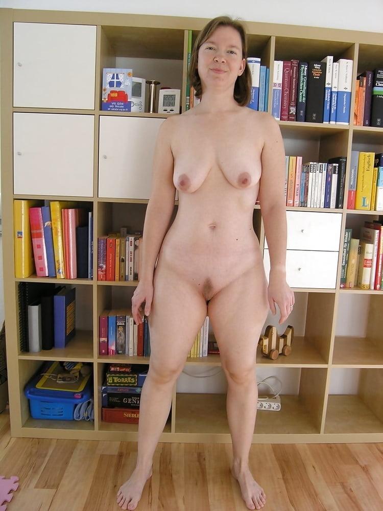 Nudist women in home — img 6