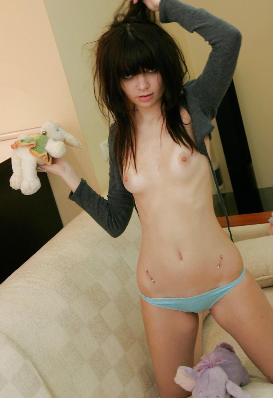 Cute Emo Girl Pic