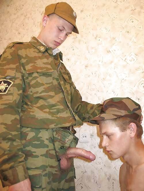 Пришла навестить парня в армии а дала всем, транс оттрахал подругу до слез