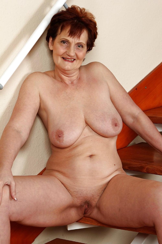 older-women-naked-in
