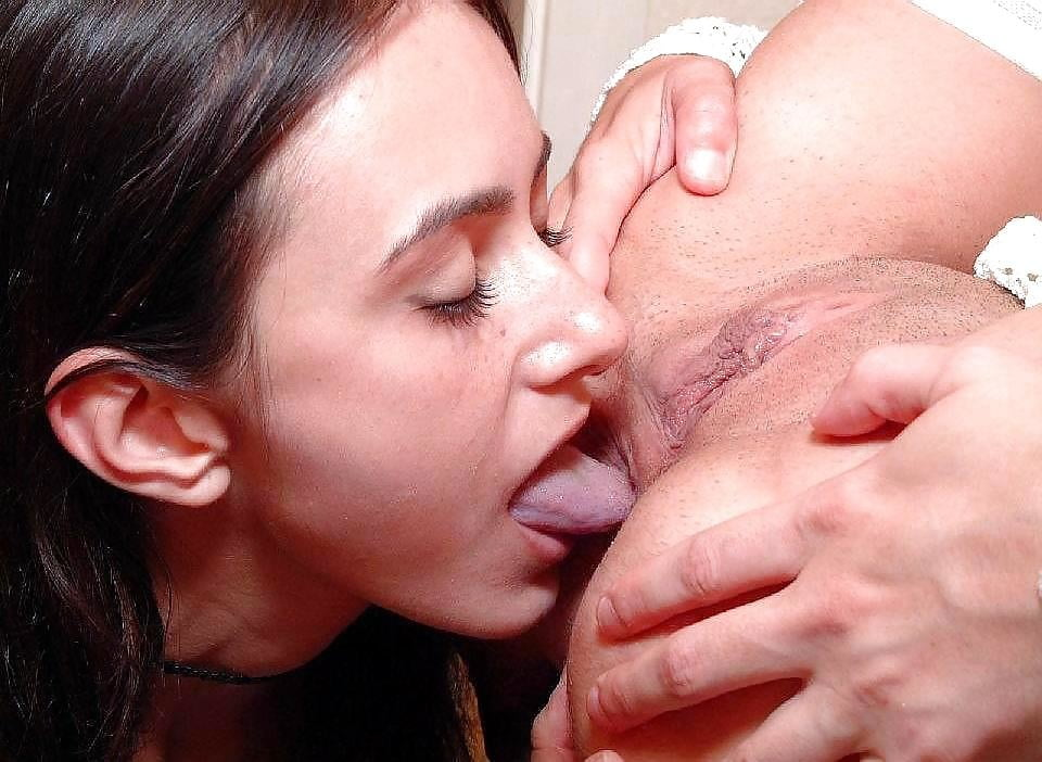 Mom eating daughter pussy