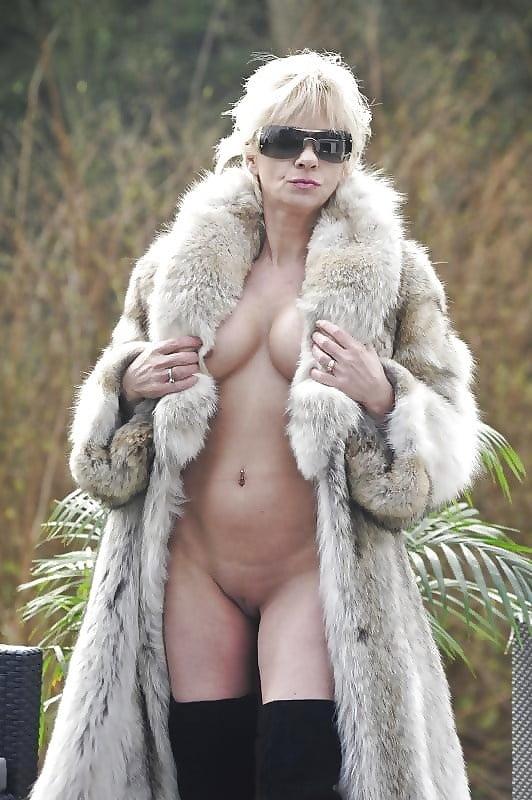 Showing porn images for blue fox fur coat porn